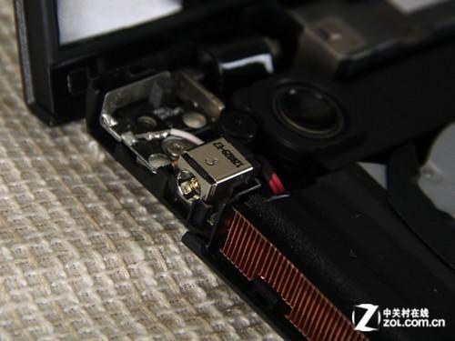 绝大部分接口和元器件都内嵌集成电路板上